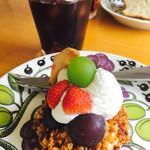 カフェ シブル - 料理写真:ケーキセット¥800 (季節のフルーツタルトとアイスコーヒー)(2017/8現在)