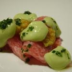 TTOAHISU - ◆岩手の短角牛・ランプ部分。空芯菜添え。 ソースは「ビーツ」「ほうれん草」「ルッコラ」「オレンジ」のピューレ。