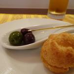 レストラン スーリール - ◆アミューズ・・オリーブとパテドカンパーニュのシュー。