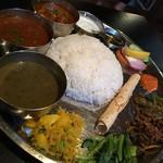 ネパール民族料理 アーガン - スペシャルタカリセット