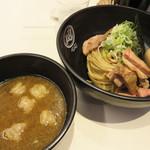 つけ麺Tetsuji - もつ白湯つけ麺 850円。オプションで、+こま切れチャーシュー50円。