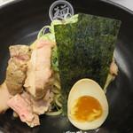 つけ麺Tetsuji - チャーシューも半熟玉子も上質です。