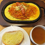 ベーカリーハカタ - 福岡のレトロ喫茶や洋食レストランのサイドパンの定番『ソフトフランス』。