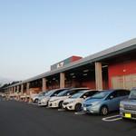 A-Zスーパーセンター フードコート・レストラン - 駐車場は斜めになってます(;^_^A