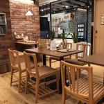 スパゲッティ・ハウス ヨコイ - 落ち着いたテーブル席
