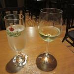 エル ヌエーボ - お水 & グラスワイン 330円