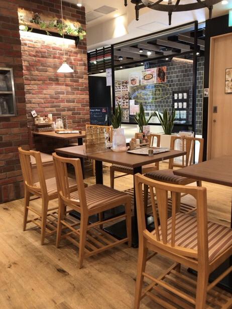 スパゲッティ・ハウス ヨコイ KITTE名古屋店 - 落ち着いたテーブル席