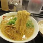 ますたにラーメン - 麺 リフト