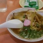 本家 アロチ 丸高 - 中華そばの麺