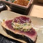 第三春美鮨 - 鰹の備長炭炙りと山葵漬け