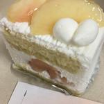 フランス菓子16区 - 桃のショートケーキ