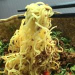 武蔵坊 - 低加水の細麺です。 これが混ぜ麺(担担麺)に合うのを発見した素晴らしいお店です。