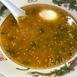 一九ラーメン - 辛そうなスープやろ