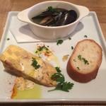 72101345 - ムール貝の白ワイン蒸し&イタリア風卵焼きのフリッタータ、バケット