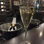 72101372 - 1000円で持ち込み可                       シャンパンは、モエエシャンドンのアイスアンペリアル♪フルーティで美味しい♪