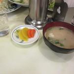 あけぼの - お新香 & お味噌汁