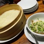 中国菜 膳楽房 - 中華クレープで肉を巻いて