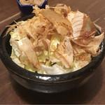 わら焼き部 - パリパリキャベツの塩昆布和え 350円