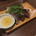 わら焼き部 - 鰹のわら焼きタタキ 大盛り(6切れ)1180円