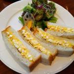 名次珈琲店 - シンプル卵サンドとサラダ