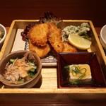 ヒトシナヤ - カンパチわさび衣揚げとパセリの天ぷらの盛合せ、小松菜の煮浸し、出汁豆腐アップ