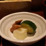 ヒトシナヤ - 大根、胡瓜、牛蒡の漬物盛合わせアップ