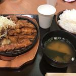 72108564 - トンテキ定食961円