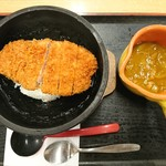 かつ銀 - 料理写真:2017年8月 石焼ロースかつカレー 1825円