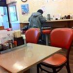 ランチハウス ミトヤ - テーブル席とカウンター席