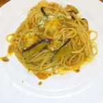ポルトフィーノ - なすとモッツァレラチーズの粗引きミートパスタ