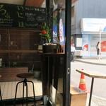 猿田彦珈琲 - 手作り感のあるウッディな温もりが好ましい小さなコーヒースタンド2