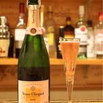 立呑み ほるもんBar おかだ - ☆Veuve Clicquot Ponsardin ROSE 2200円