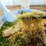 虹のむこう - 旭川製麺の低加水