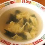 好吃餃子 - 玉子とワカメの中華風スープ。醤油味で八角の香りがします。中国っぽいですね。