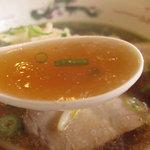 好吃餃子 - スープの出汁にくせがなく、非常に食べやすい上品な醤油ラーメン。
