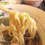 好吃餃子 - 麺は太め縮れ麺で、もっちりとして美味しかったです。