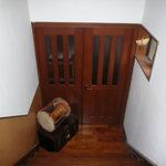 韓料理夢回廊 - 玄関から入って階段を下ります