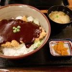 味司 野村 - ご飯の上に、湯通ししたキャベツとカツ、その上には濃厚でねったりした和風ドミグラスソースがたっぷり!