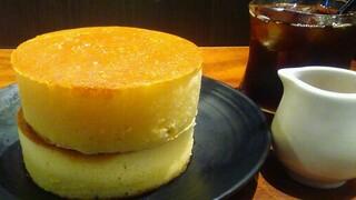 みじんこ - 美しく焼き上がった厚みのあるホットケーキ!2段重ねです♡
