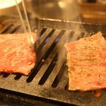 和牛一頭流 焼肉家 肉萬 -