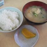 想夫恋 飯塚店 - ランチタイムは小ライスのサービス 味噌汁 100円