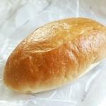 72130037 - 塩パン110円 クリームパン140円
