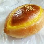 72130039 - 塩パン110円 クリームパン140円