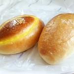 72130041 - 塩パン110円 クリームパン140円