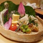 銀座 しのはら - 料理写真:八寸:庄内ふにチーズ、焼きなす、煮蛸、揚げトウモロコシ、玉子真丈、毛蟹、銀杏、フルーツトマト