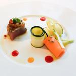 ウトコ オーベルジュ&スパ - 鰹の温かいカルパッチョ 夏野菜と3色のソース