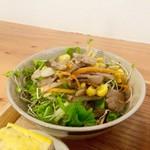 ノムカフェ - 水菜のサラダも甘じょっぱテイスト