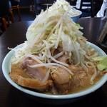 72139612 - ラーメン 小 ぶた入り 850円(野菜マシマシ、ニンニクヌキ)