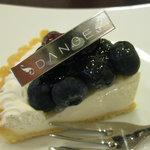 ダンジュ - ダブルベリーのタルト、本日のケーキセットBですが、単品ですと460円