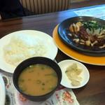 ジョナサン - ごはん味噌汁お漬物 340円